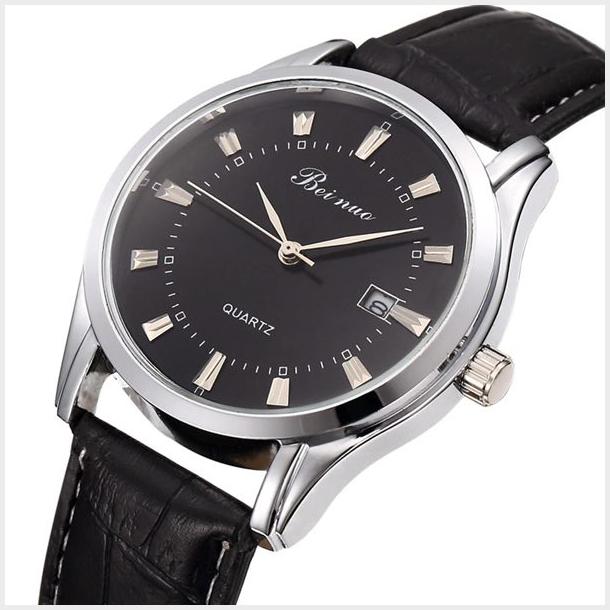 #116 Klassisk armbåndsur, med blank sort urskive og dato visning. Sort rem.
