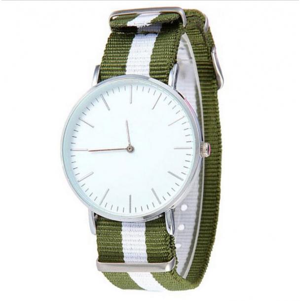 #153 Stort ur med armygrøn og hvis nylon rem