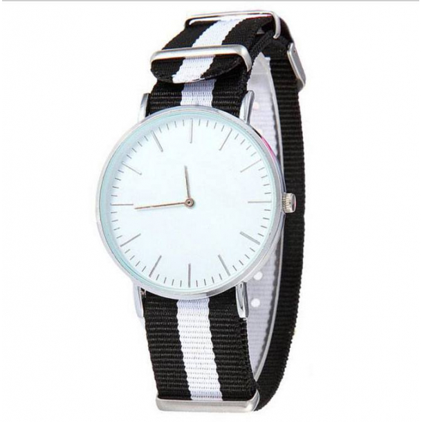 #152 Stort ur med sort og hvid nylon rem