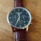 #215 Elegant armbåndsur med, stopur, datovisning, sort skive og brun læderrem.