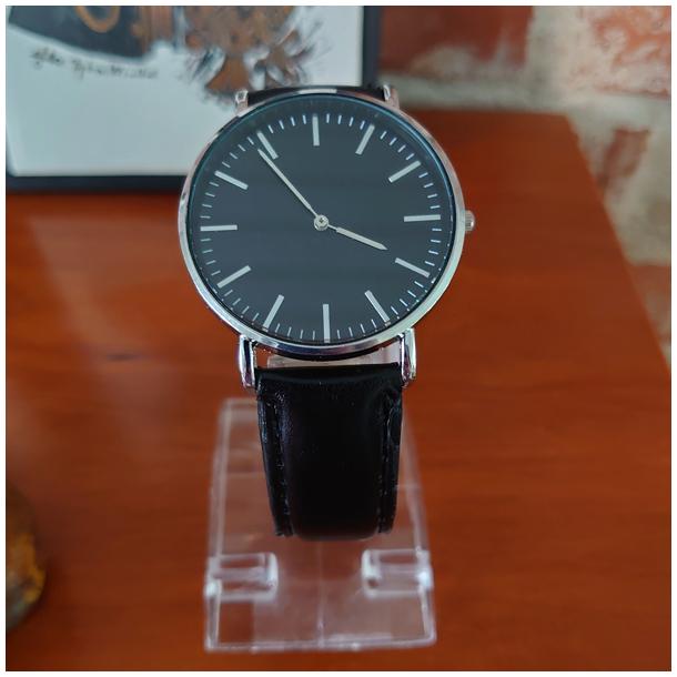 #380 Klassisk ur med sort hus, skive og lækker rem
