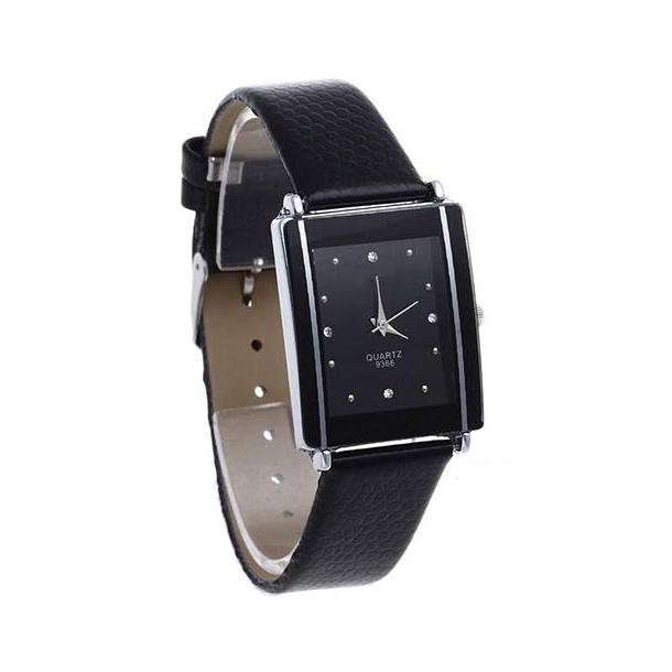 #210  Stilrent firkantet ur