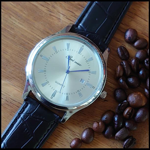 #87 Klassisk armbåndsur, med blank stor stål skive og dato visning. Sort rem.